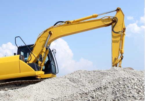 中分類05 鉱業・採石業・砂利採取業 ショベルカーで掘削作業