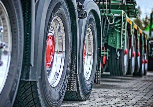 大型トレーラーのタイヤアップ