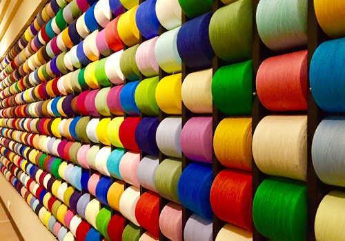カラフルな糸の卸し