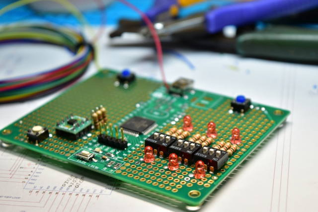 中分類28 電子部品・デバイス・電子回路製造業イメージ